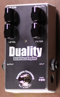 Darkglass-Electronics-Duality-Review-Best-Bass-Fuzz-For-Guitar-02