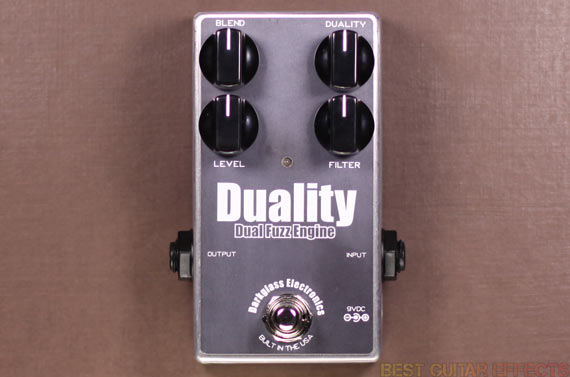 Darkglass-Electronics-Duality-Review-Best-Bass-Fuzz-For-Guitar-03