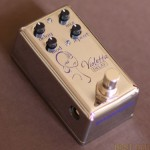 Red-Witch-Violetta-Review-Best-Analog-Voiced-Delay-Pedal-01