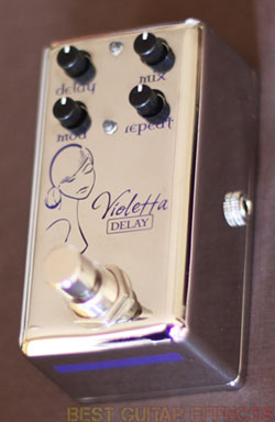 Red-Witch-Violetta-Review-Best-Analog-Voiced-Delay-Pedal-02