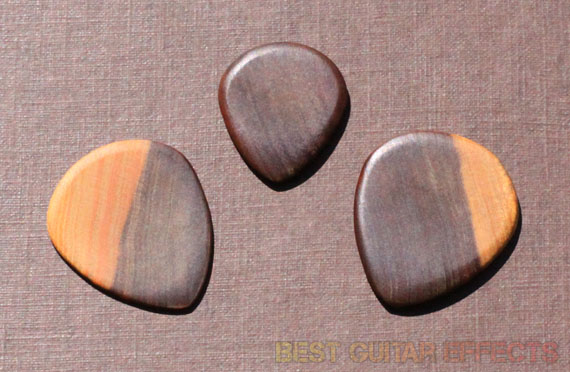 Surfpick-Lignum-Vitae-Wood-Pick-Review-Best-Wooden-Guitar-Pick-02
